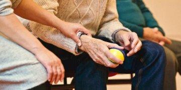 Yaşlı çiftin aşı talebine mahkemeden ret