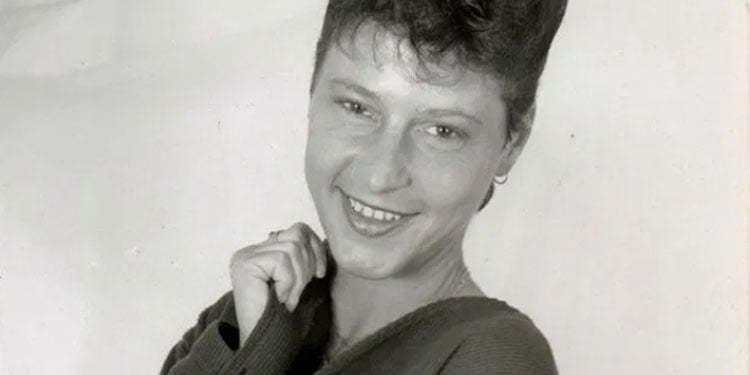 Eşinin cesedi ile 2 gün yaşayan Alman kadın evinde ölü bulundu
