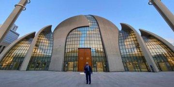 Köln DİTİB Merkez Camii'nde ilk kez açıktan akşam ezanı okundu