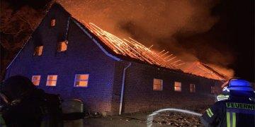 Bu yangında 44 inek ve bir eşek yanarak öldü