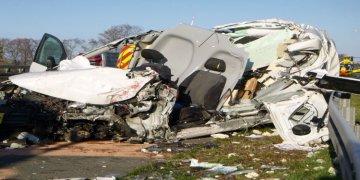 Otomobil kamyona arkadan bindirdi: Bir ağır yaralı