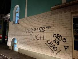 Almanya'da ırkçılar camiye saldırdı