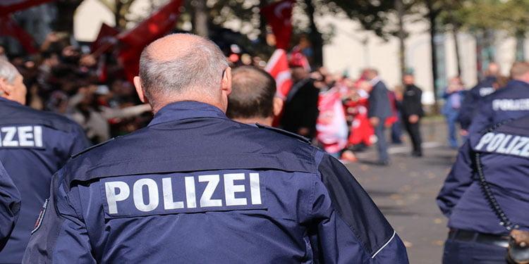 Daha fazla göçmen polise ihtiyaç var
