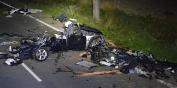 Traktöre çarpan otomobilden iki ölü çıktı