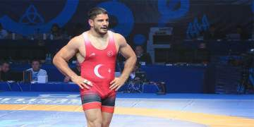 Milli güreşçi Taha Akgül, olimpiyat madalyası için sevenlerinden affını diledi