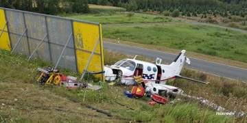 Uçak düştü: 3 yaralı