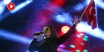 Azerin ve Kıraç'tan Cumhuriyet Bayramı konseri (VİDEO)