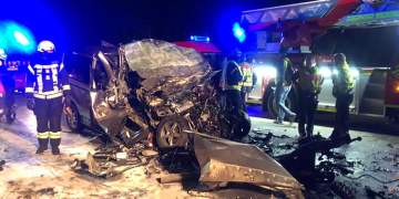 Minibüste sıkıştılar :5 ölü