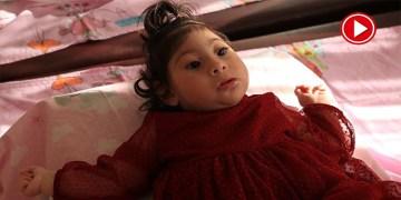 Ailesi mucize bebek Elif'in yürüyeceği günü bekliyor (VİDEO)