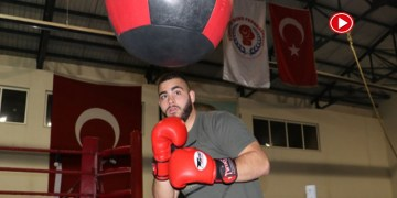 Gurbetçi boksör yumruğunu Türkiye için sallayacak (VİDEO)