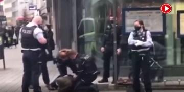 Alman polisi, başörtülü kadını yere yatırıp kelepçeledi (VİDEO)