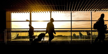 Koronalı Türk aile uçağa binmek istedi
