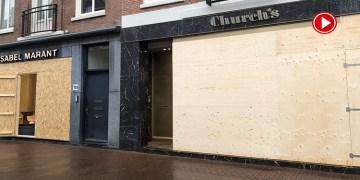 Amsterdam'da mağazalar yağmalamaya karşı beton bloklarla önlem alıyor (VİDEO)