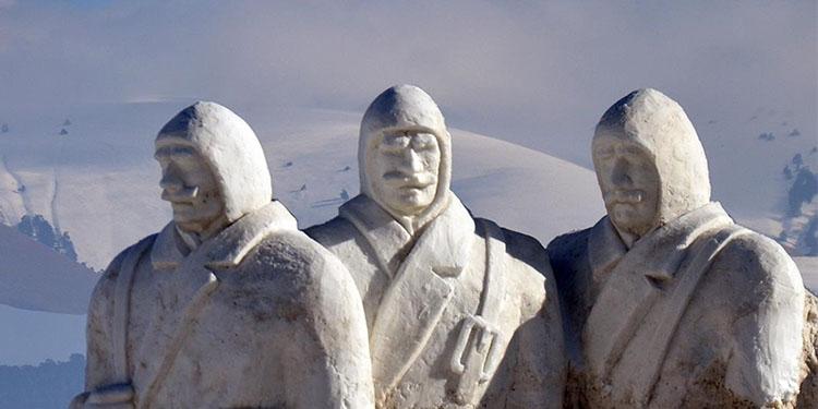 Kardan Şehit Heykelleri