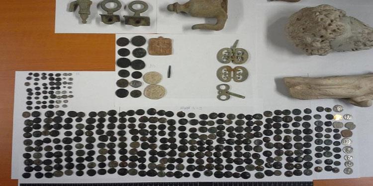 Macar gümrüğünde Türk'ün aracında 412 tarihi eser yakalandı