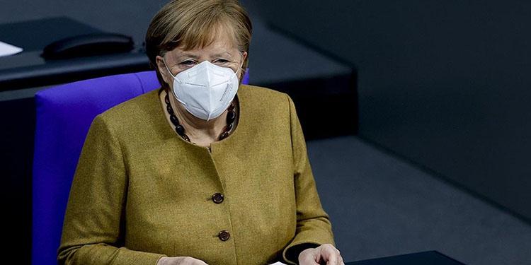 Almanya Başbakanı Merkel'e ikinci doz Kovid-19 aşısı uygulandı
