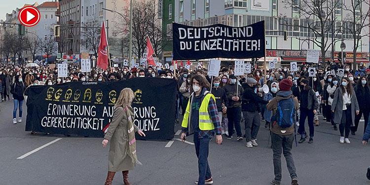 Almanya'da ırkçı teröre kurban gidenlerin anıldığı yürüyüşe binler katıldı (VİDEO)