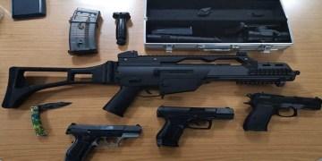 16 yaşındaki gencin bavulu silah dolu