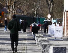 Almanya'nın Stuttgart kentinde 10 binden fazla gösterici Kovid-19 tedbirlerini protesto etti