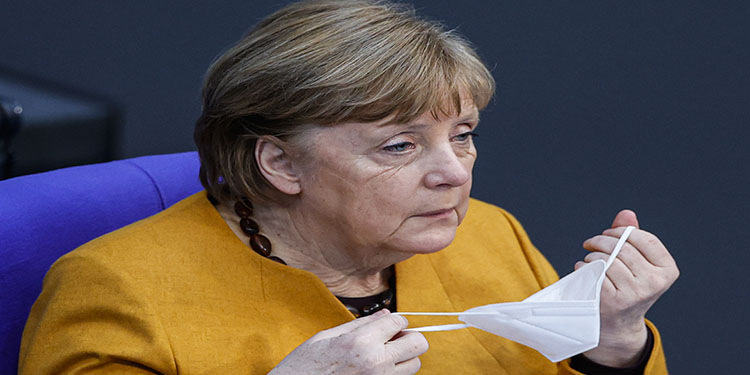 Merkel özür dileyerek geri adım attı