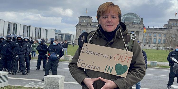 Almanya'da korona tedbirleri protesto edildi