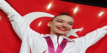 Milli cimnastikçi Ayşe Begüm Onbaşı, dünya şampiyonu oldu