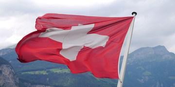 """İsviçre, Türkiye'yi Kovid-19'da """"riskli ülkeler"""" listesinden çıkardı"""