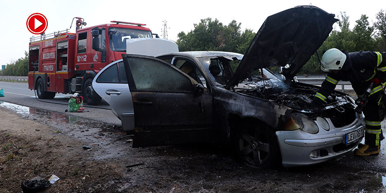 Edirne'de gurbetçinin otomobili tamamen yandı (VİDEO)