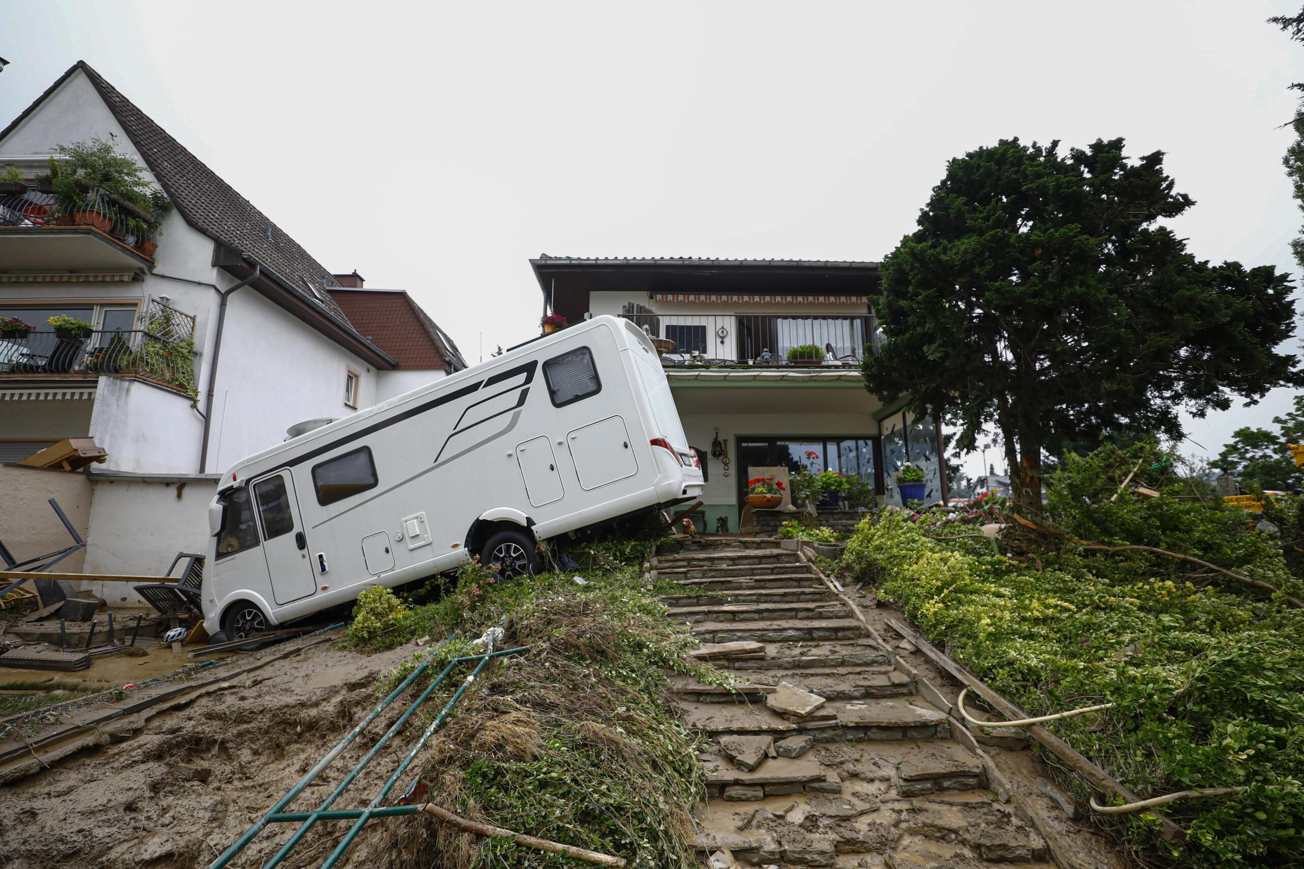 Almanya'da sellerde hayatını kaybedenlerin sayısı 176'ya yükseldi