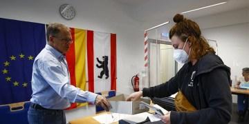 Almanya'da seçimin birincisi SPD, Yeşiller ve Hür Demokratlarla koalisyon istiyor
