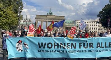 Almanya'da artan konut fiyatları Berlin'de binlerce kişi tarafından protesto edildi