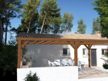 Pergola bois pour ombrager une terrasse sur Saint-Cyr-sur-Mer