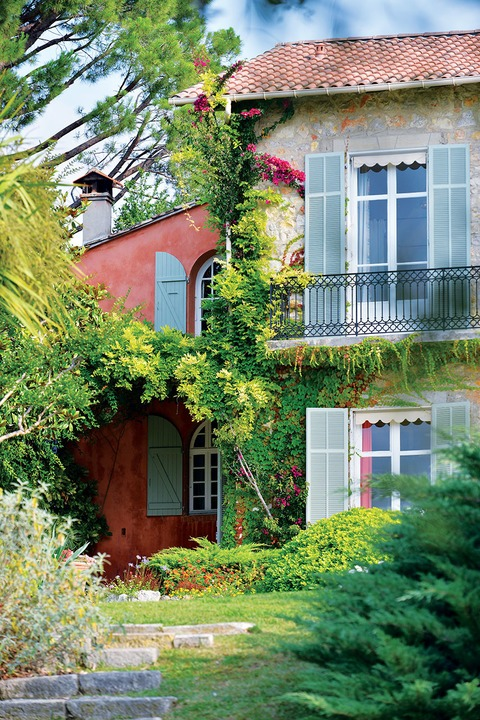 The Provençal region's Mediterranean climate encourages exotic garden layouts.