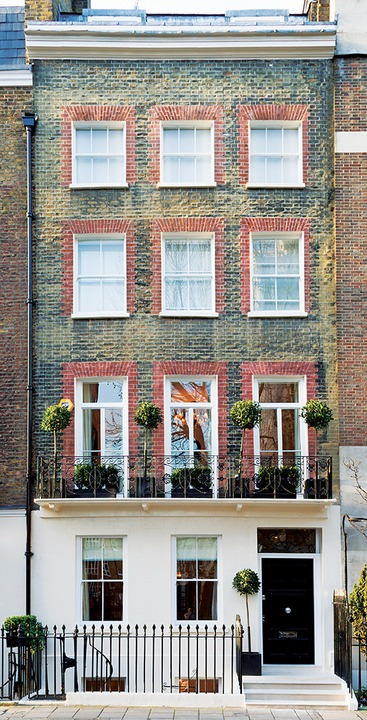 From the outset this was to manifest as a classical London townhouse. Minimal reconstruction meant that the interior spaces remained as original.