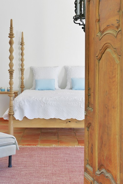 The guest room is classically Provençal with tiled floor, wooden bed and crisp white linen.