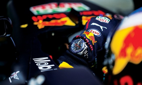 TAG Heuer_Heuer 01_Red Bull Racing_Lifestyle (2)