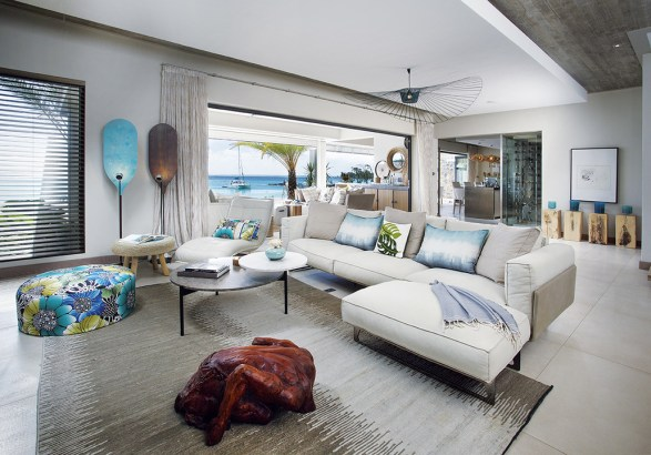 Key interior elements are from the Roche Bobois collection. Light colours and easily maintained fabrics were chosen for this patently al fresco location.