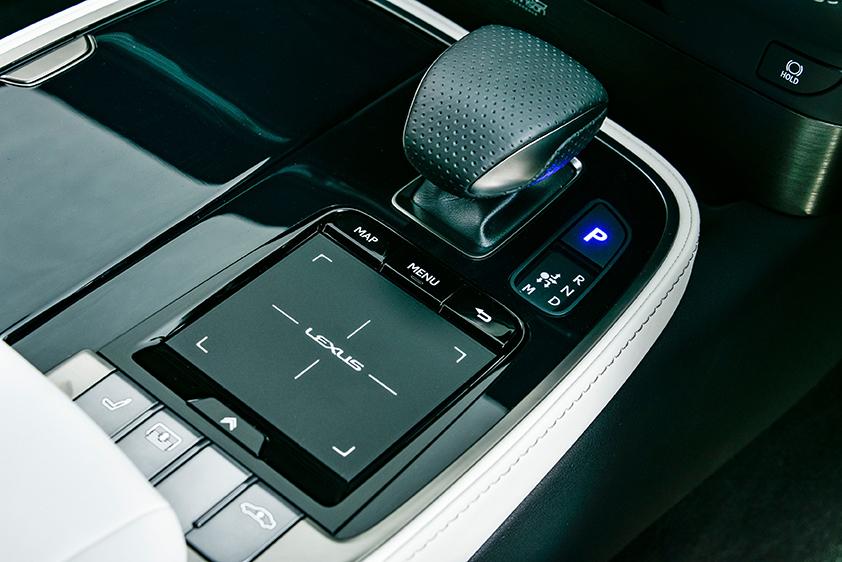 Lexus LS500 F-Sport_106