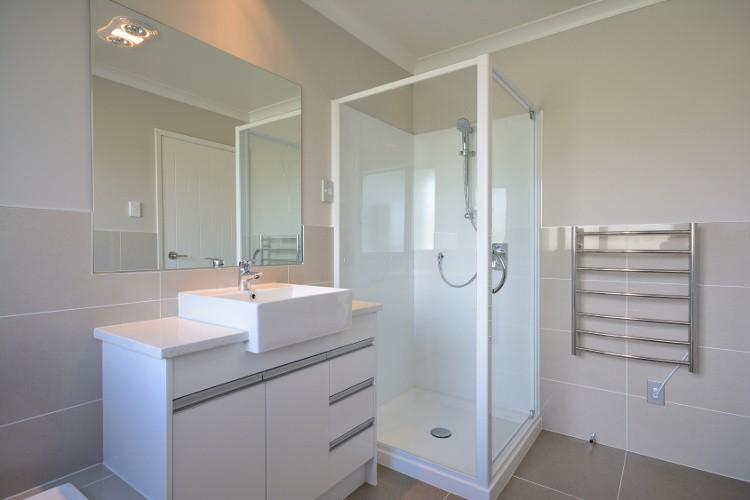 petit espace baignoire ou douche que