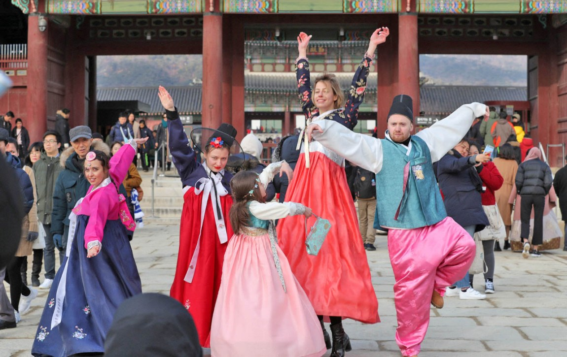 Korean trendy hanbok stirs authenticity debate