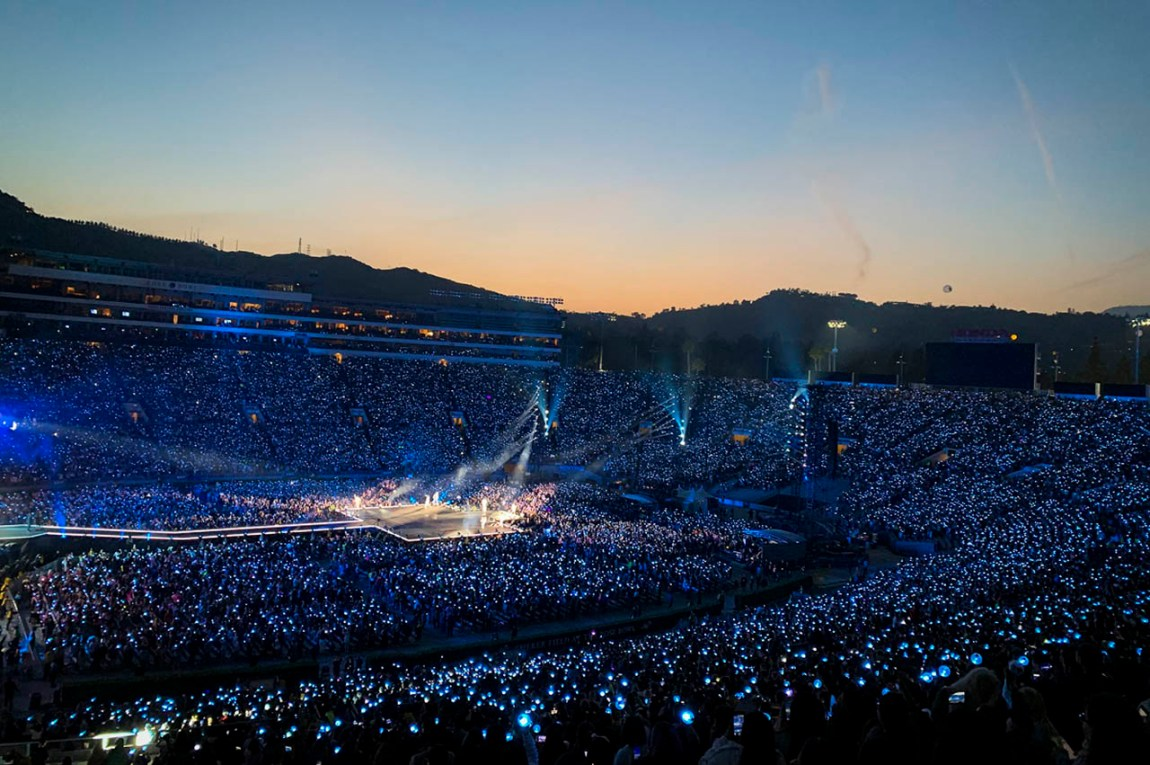 """BTS cried out """"Rose Bowl, make some noise!!"""""""
