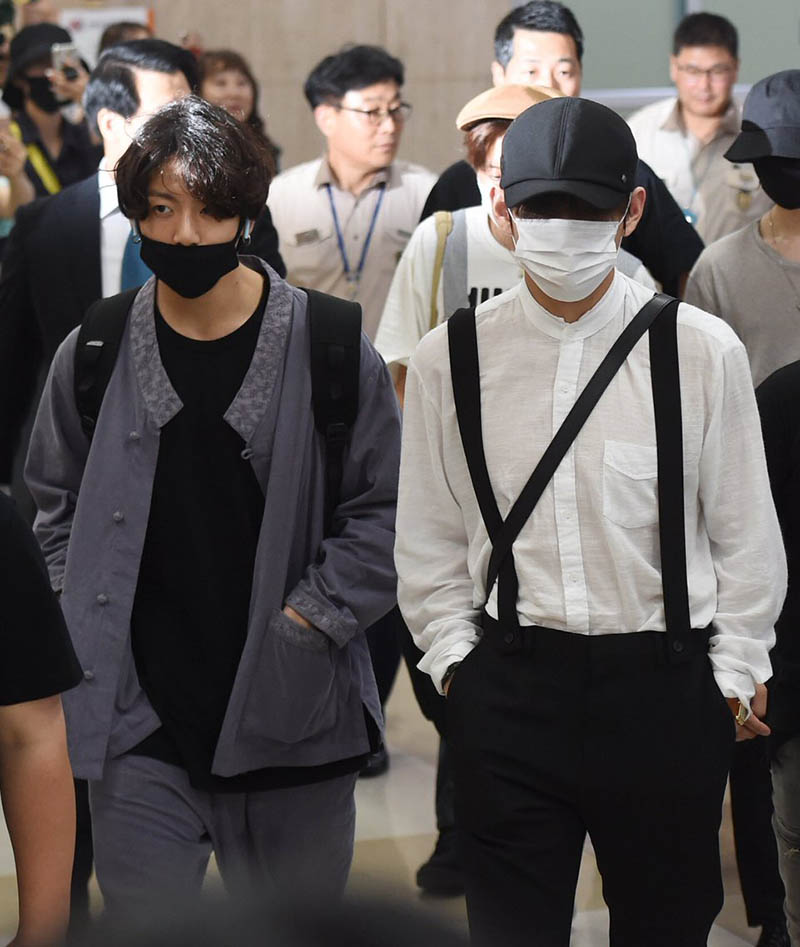 """BTS Jungkook's """"Hanbok"""" caught the eye with its unique airport fashion"""