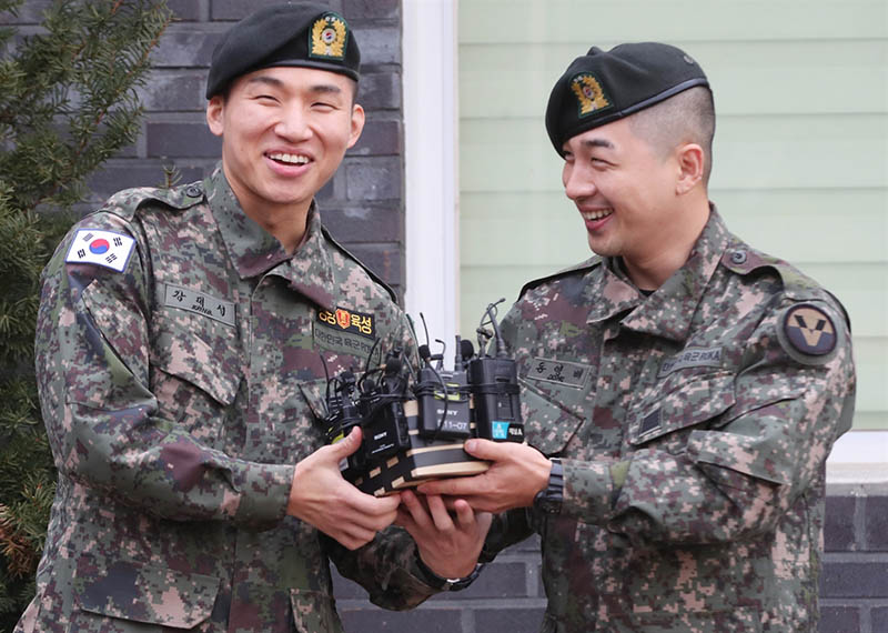 BIGBANG's Taeyang, Daesung discharged from military