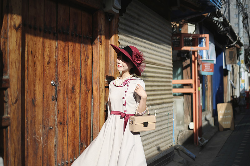 The best experience in Korea! Try the retro costume in Ikseondong!