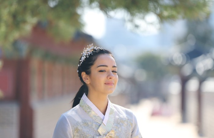 Kara's Hanbok Photoshoot