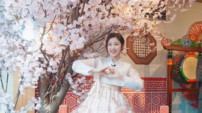 Jun Hyo-seong named PR ambassador for Hanbok