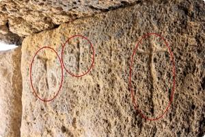 Iconos tallados en la roca