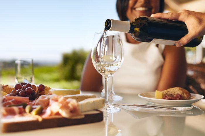 5 неща, които трябва да знаете за наливането на вино