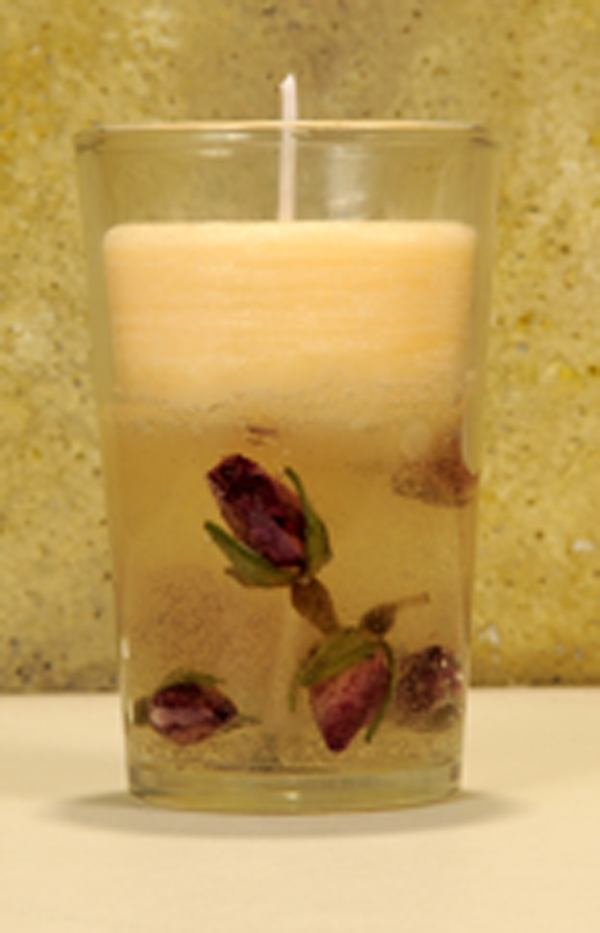 Hacer velas de gel con capullitos de rosa