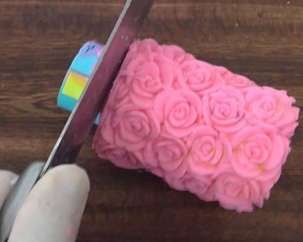 Paso 13 Hacer jabones de Mil rosas con inclusión